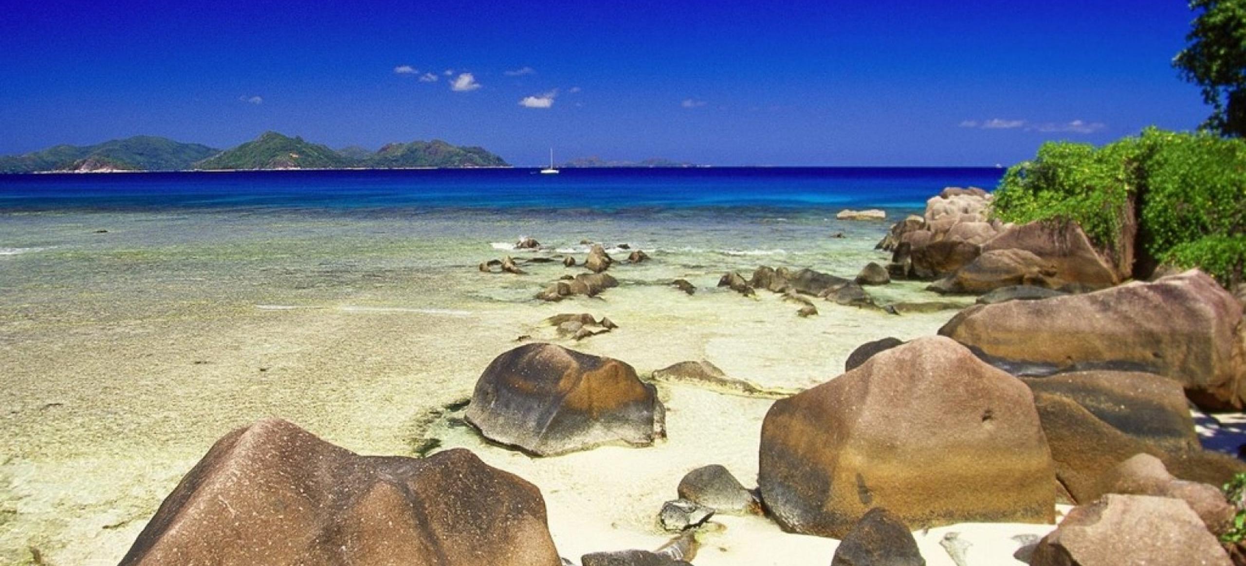 Big la digue island seychelles 1920x2560